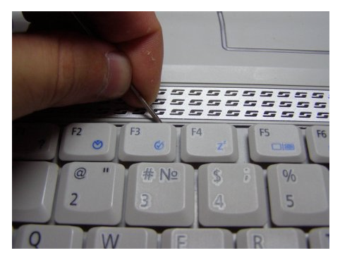 снять клавиатуру с ноутбука